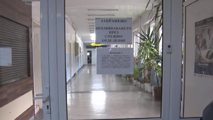 Изнервен мъж нанесъл щети на входа на COVID отделението на МБАЛ - Разград
