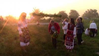 ВИДЕО: Две могили спази традицията за Еньовден