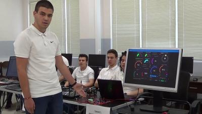 """ВИДЕО: Ученици от СУ """"П. Волов"""" в Бяла представиха проекти по обектно ориентирано програмиране"""