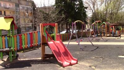 Започнаха ремонти на детските площадки в Разград /ВИДЕО/