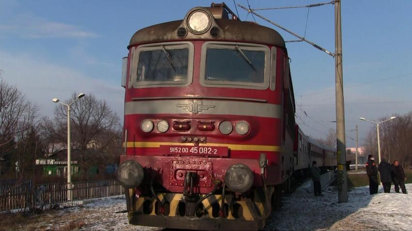 Влак едва не помете възрастна жена в Русе /ВИДЕО/