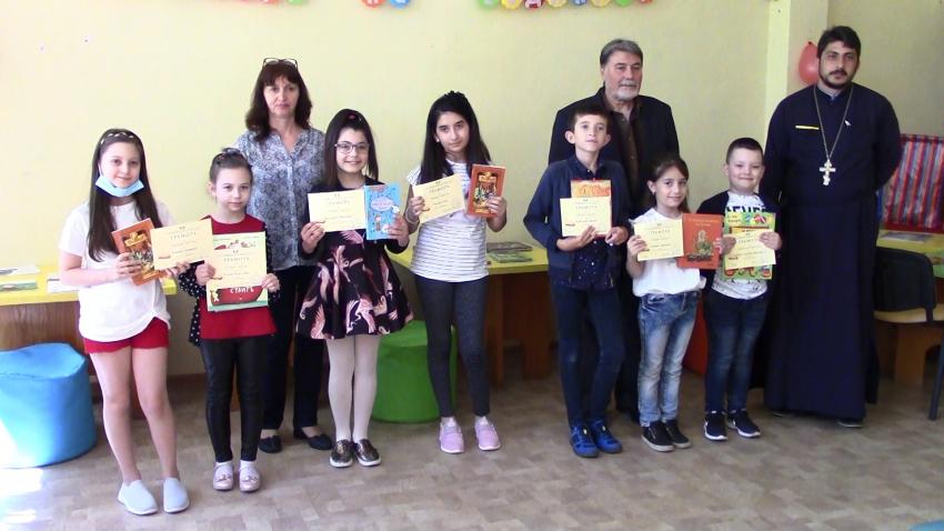 Наградиха най-малките читатели на библиотеката в Разград /ВИДЕО/