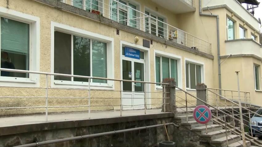 Белодробната болница във Велико Търново може да остане без лекари /ВИДЕО/