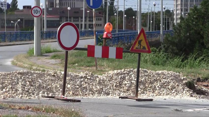 Спряха движението на автомобили по Сарайския мост в Русе /ВИДЕО/