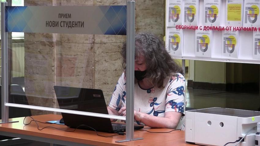 ВИДЕО: Вече над 600 кандидат-студенти са се записали предварително в Русенския университет