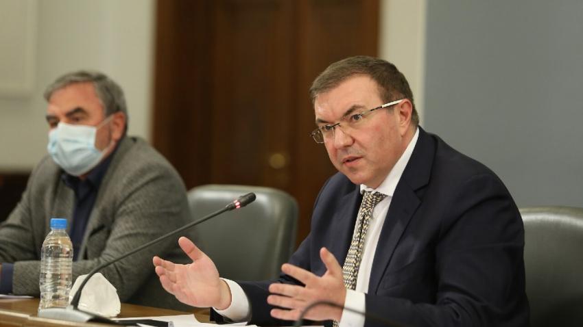 Нови мерки: Властите предлагат почти пълно затваряне заради COVID-19 /ВИДЕО/