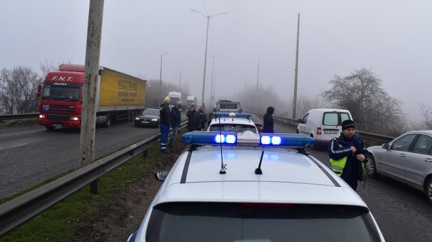 Серия от катастрофи на международното шосе в Русе тази сутрин /ВИДЕО/