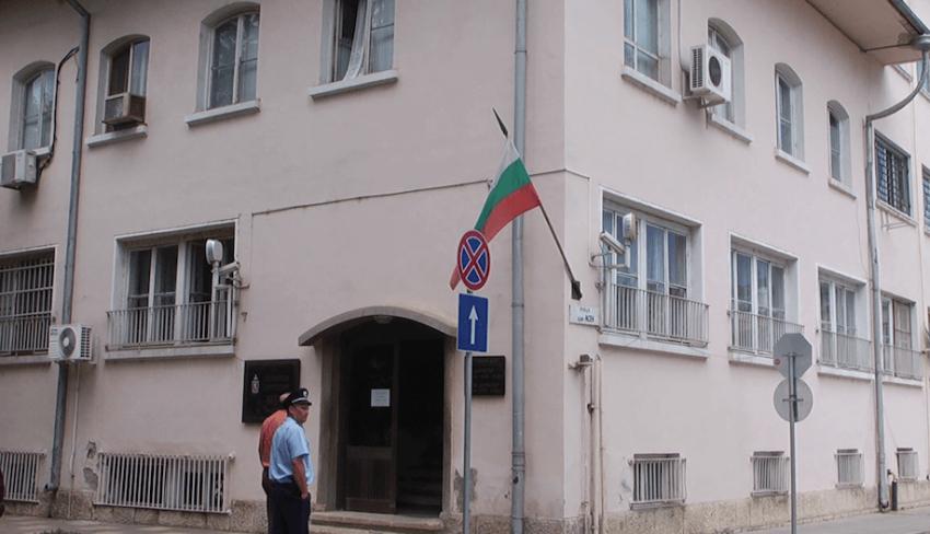 Неизвестни задигнаха патерици от имот в исперихското село Райнино