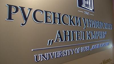 ВИДЕО: 1450 студенти вече са се записали за обучение в Русенския университет