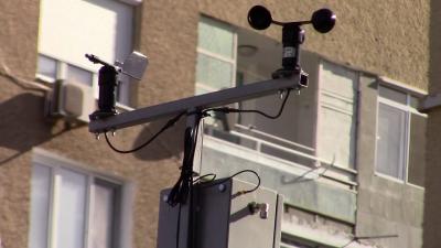 Започна монтирането на нова система за мониторинг на атмосферния въздух в Разград /ВИДЕО/