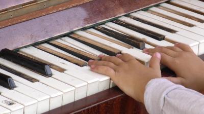 ВИДЕО: Идва ли краят на емблематичното пиано в центъра на Търговище? Вандали отново унищожават атракцията
