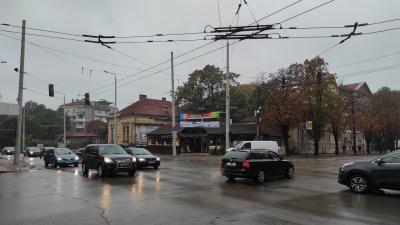 Внимание! Неработещ светофар на възлово кръстовище в Русе затруднява движението
