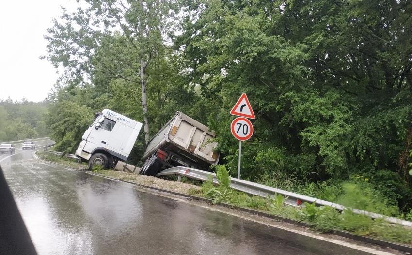 Тежка катастрофа с камион на пътя Разград - Търговище /ВИДЕО/