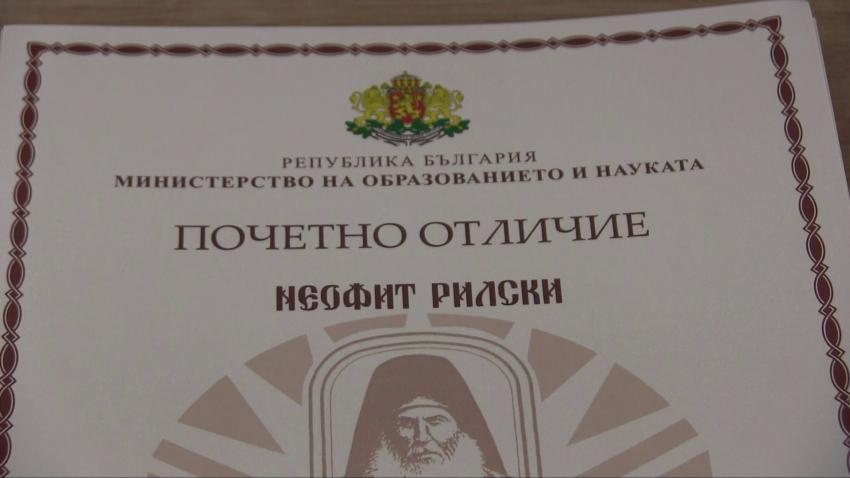 """11 педагози от Русе и региона бяха удостоени с отличието """"Неофит Рилски"""" /ВИДЕО/"""
