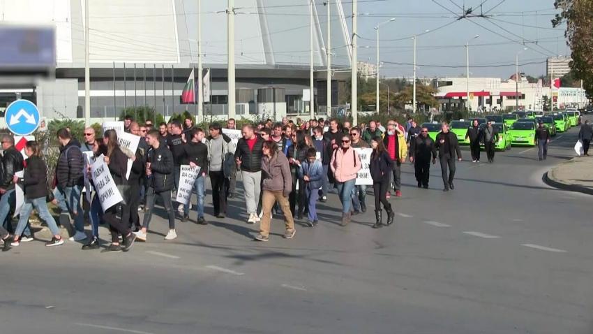 ВИДЕО: Стотици собственици на различни бизнеси протестираха в Русе срещу мерките