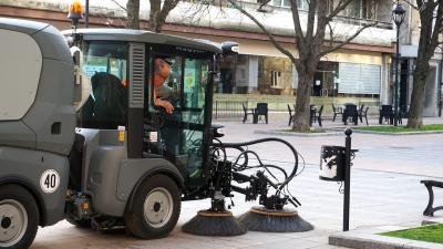 Започва чистенето на паркинги и улици в Русе с механична техника