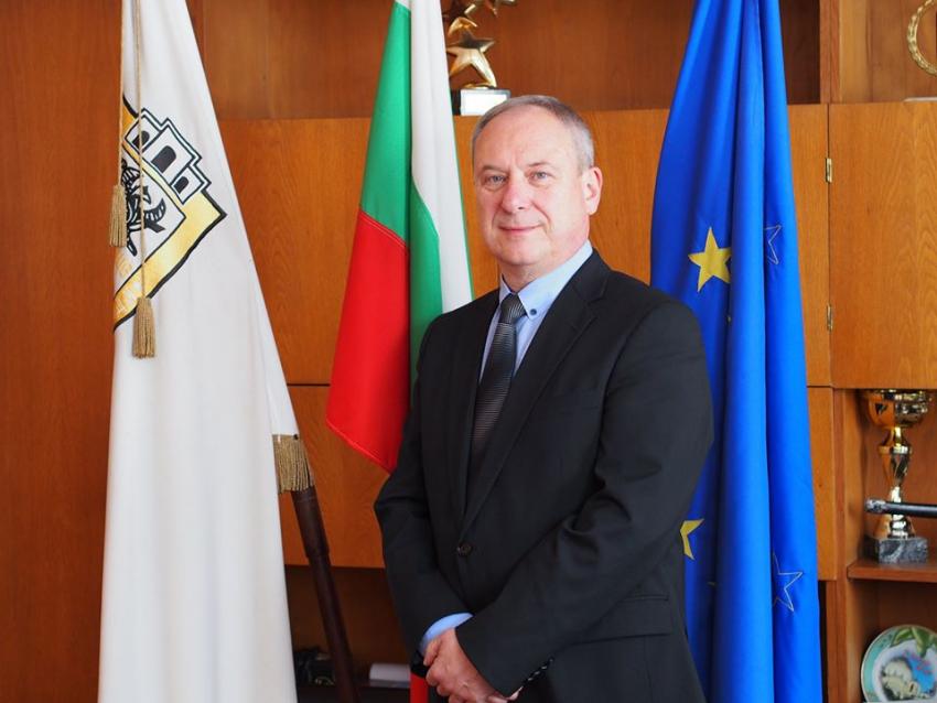 Празнично приветствие на кмета на Търговище по случай 24 май
