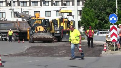 Започна ремонт на пропаданията на кръговото в Русе /ВИДЕО/