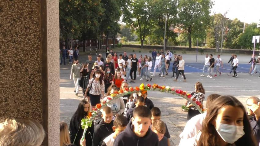 ВИДЕО: Над 5600 ученици прекрачиха днес училищния праг в община Търговище