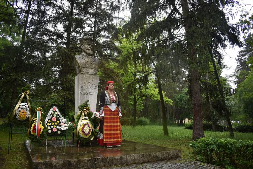Разград се преклони пред делото на Ботев и загиналите за Свободата на България /ВИДЕО/