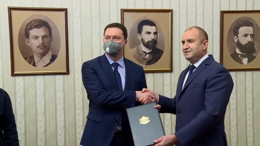 Президентът връчи на ГЕРБ първия мандат за съставяне на правителство /ВИДЕО/