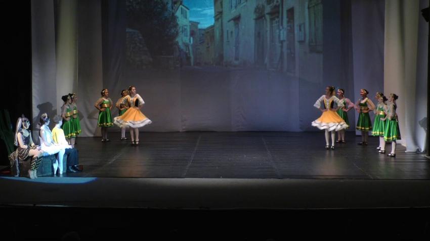 ВИДЕО: С юбилеен концерт отбелязаха 50 години балетно изкуство в Търговище