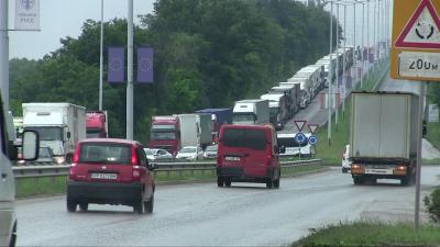 ВИДЕО: Въвеждат нова организация за изчакване на камионите на Дунав мост при Русе