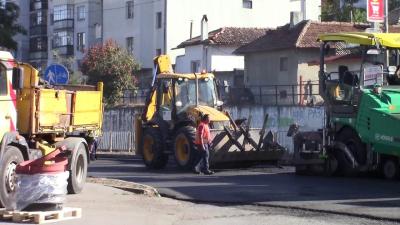 ВИДЕО: Продължават мащабните пътни ремонти в Разград