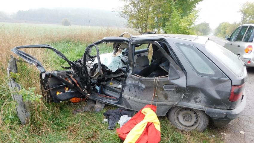 Младеж пострада след челен удар между кола и камион в Разградско /ОБНОВЕНА/