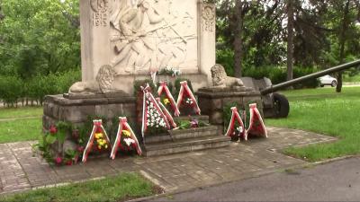 ВИДЕО: Две могили се преклони пред делото на Ботев и загиналите за Свободата на България