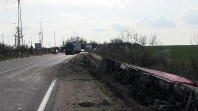 Катастрофа между ТИР и автомобил край Русе се размина без пострадали /ВИДЕО/