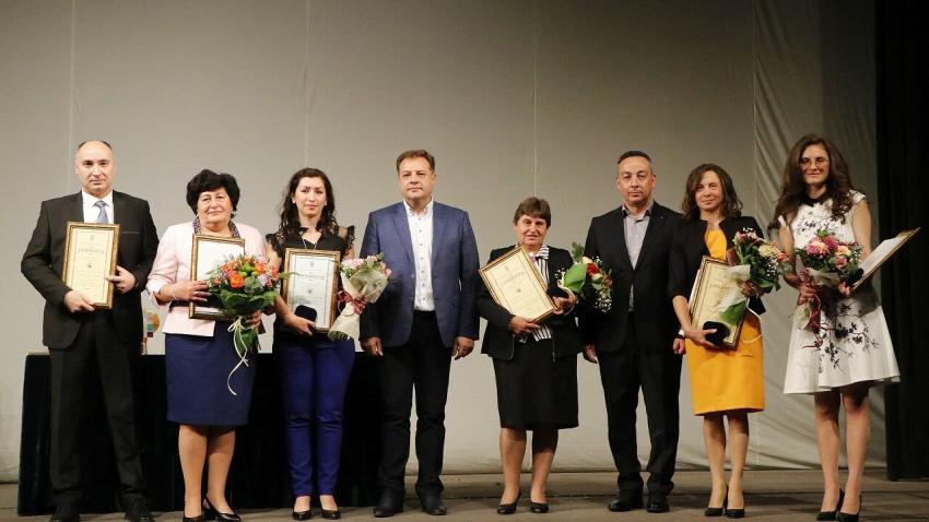 """В навечерието на 24 май: Във Велико Търново връчиха наградите """"Култура"""" и """"Св. Патриарх Евтимий"""""""
