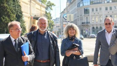 ВИДЕО: В последния възможен ден регистрираха президентските кандидатури на Анастас Герджиков и Лозан Панов