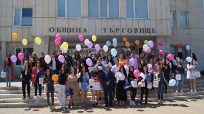 ВИДЕО: Кметът на Търговище проведе традиционната си среща с отличниците на випуска