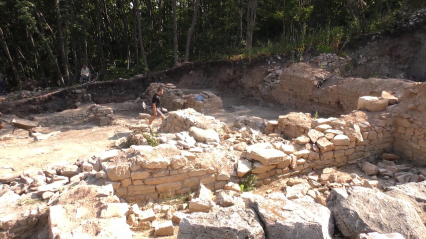 ВИДЕО: Археолозите разкриха нови обществени сгради и улична мрежа в античния Мисионис