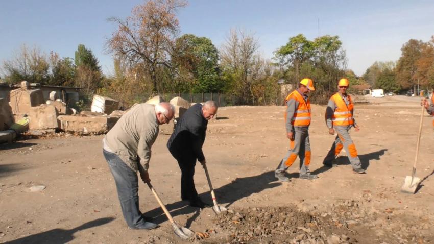"""Първа копка: Започна реконструкцията на участък от бул. """"Трайко Китанчев"""" в Търговище /ВИДЕО/"""