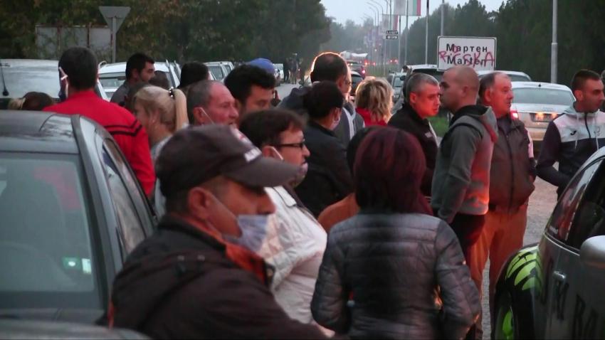С искане за чист въздух: Жители на Мартен блокираха пътя Русе - Силистра /ВИДЕО/
