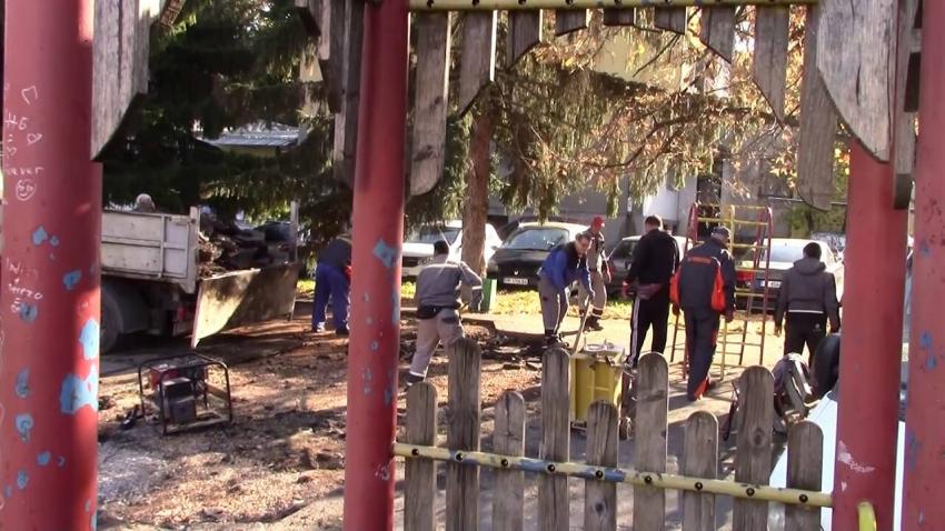 ВИДЕО: Община Разград премахна опасни съоръжения от три детски площадки